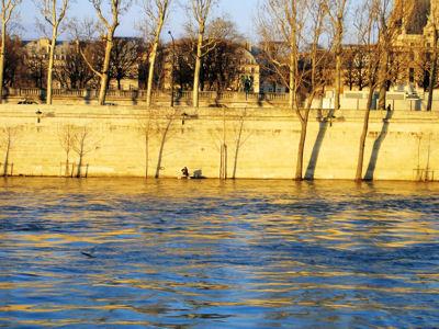 A man on Seine.jpg